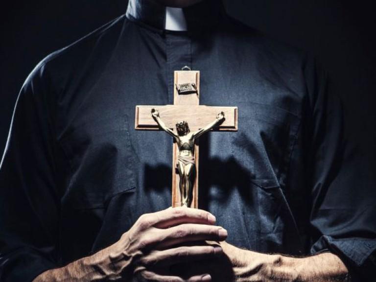 sacerdote-cruz